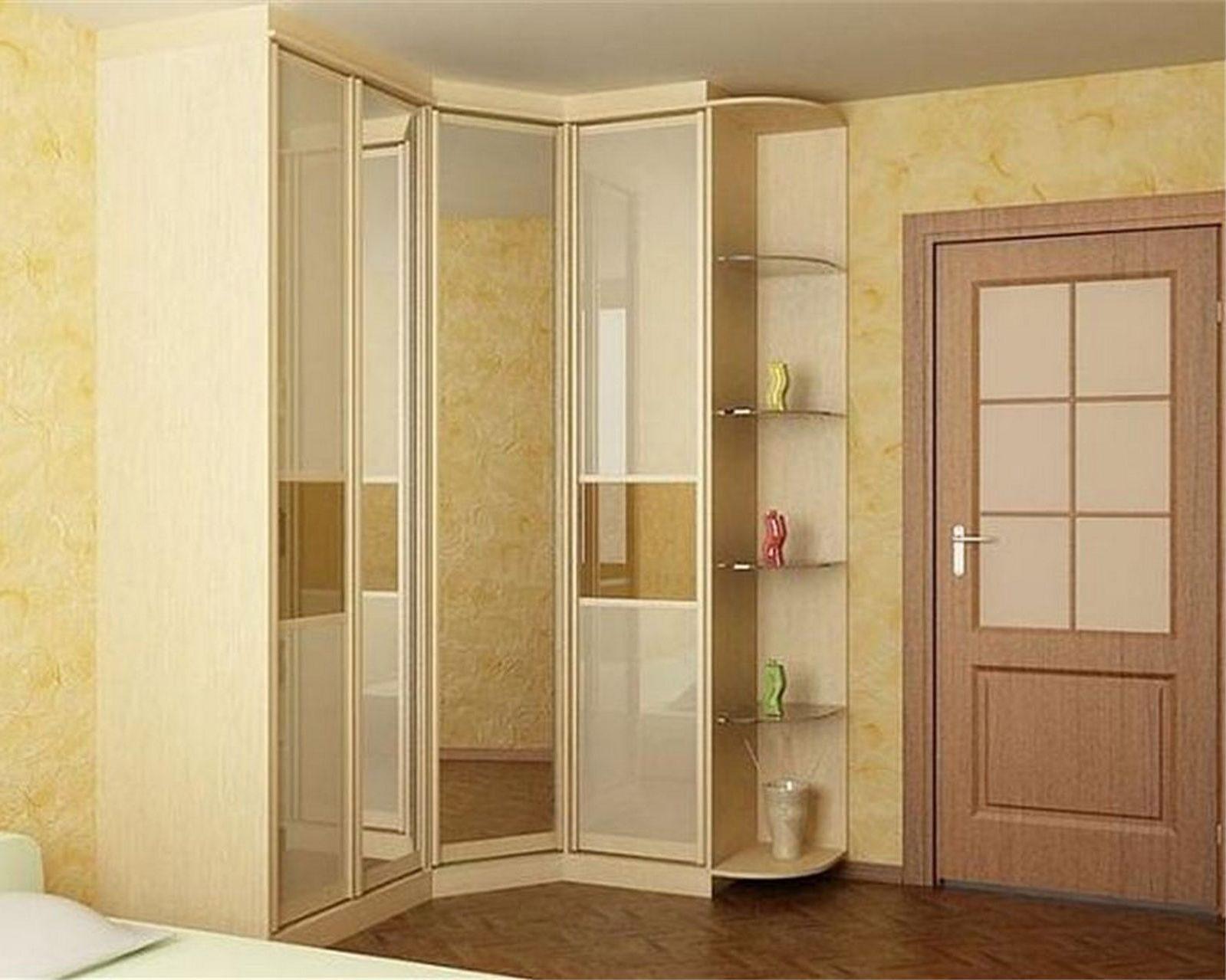 Угловой шкаф купе в прихожую - фото идеи дизайна.