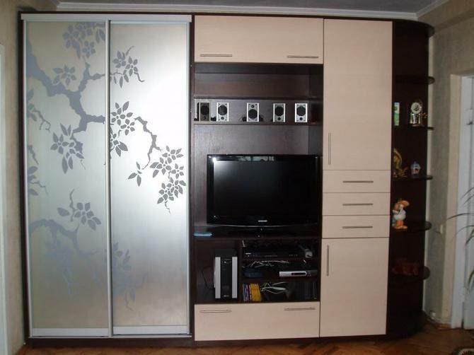 Шкафы купе для гостиной